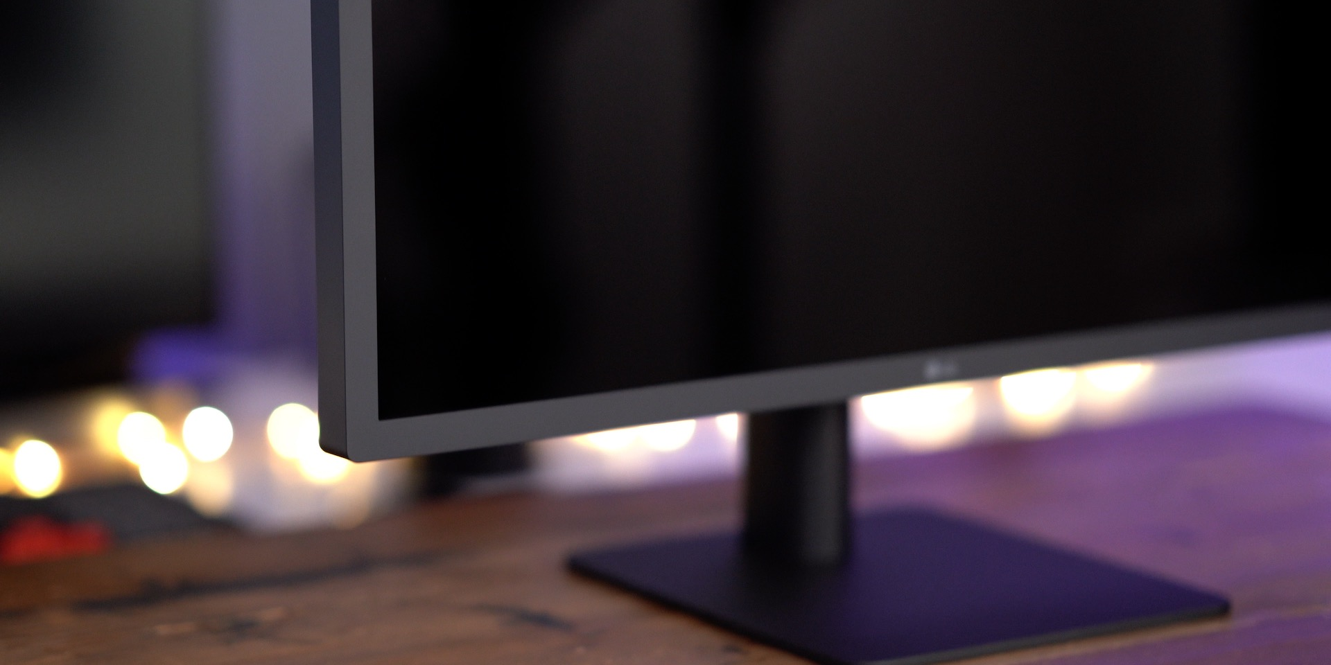 23.7-inch LG UltraFine 4K Display Logo