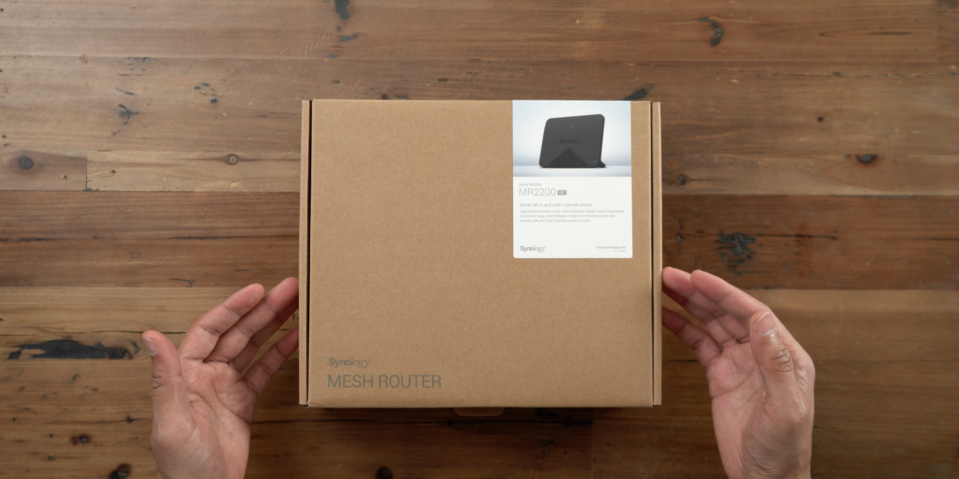 Synology MR2200ac unboxing