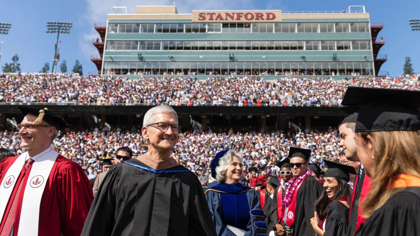 Tim Cook delivers Stanford commencement speech, talks Steve Jobs, privacy, more [Video]