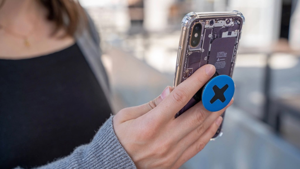IFixit Takes You Inside your iPhone with New 'Insight' Cases