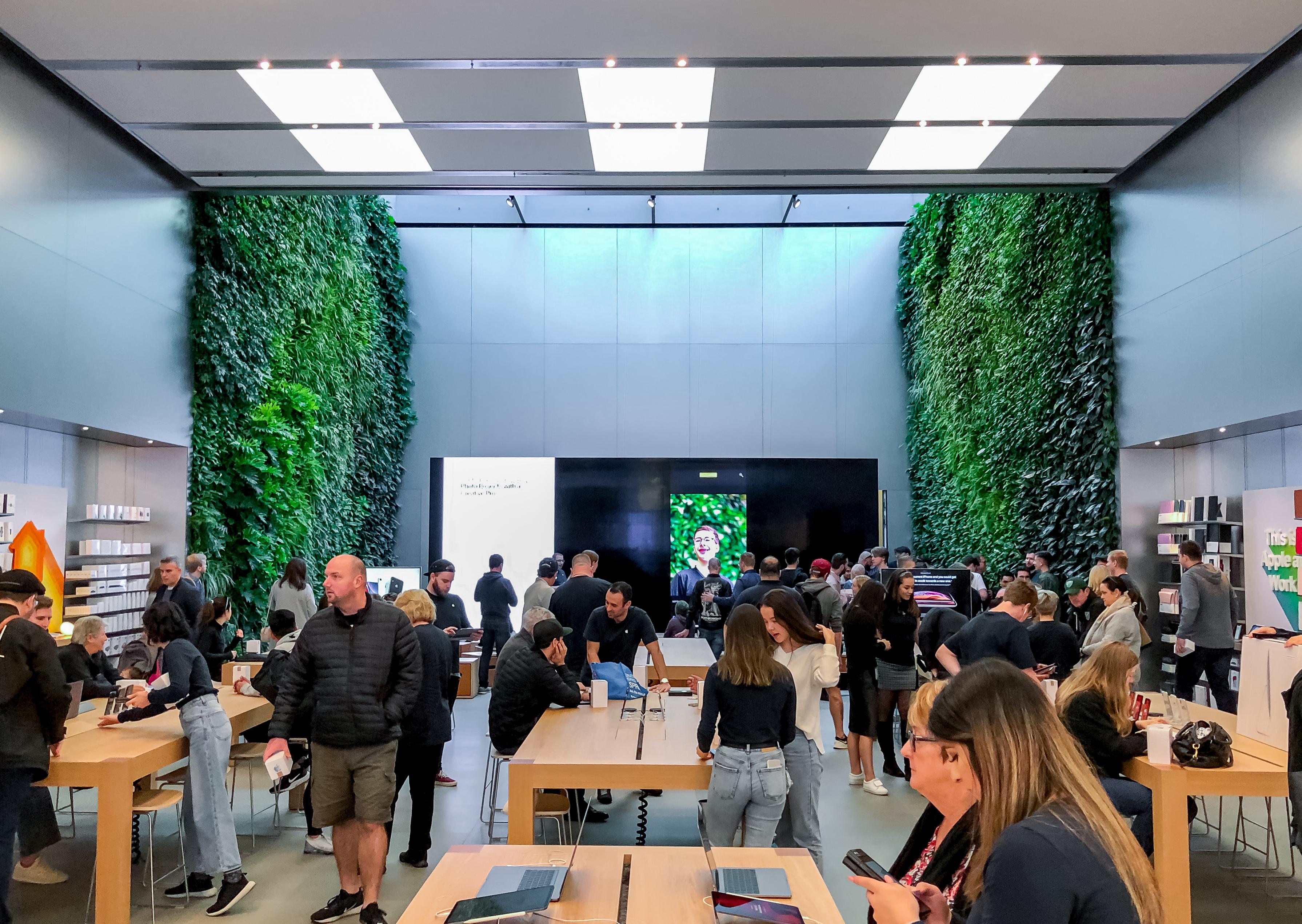 Bondi Apple Store Upgrade Features Floor-to-ceiling Green Walls
