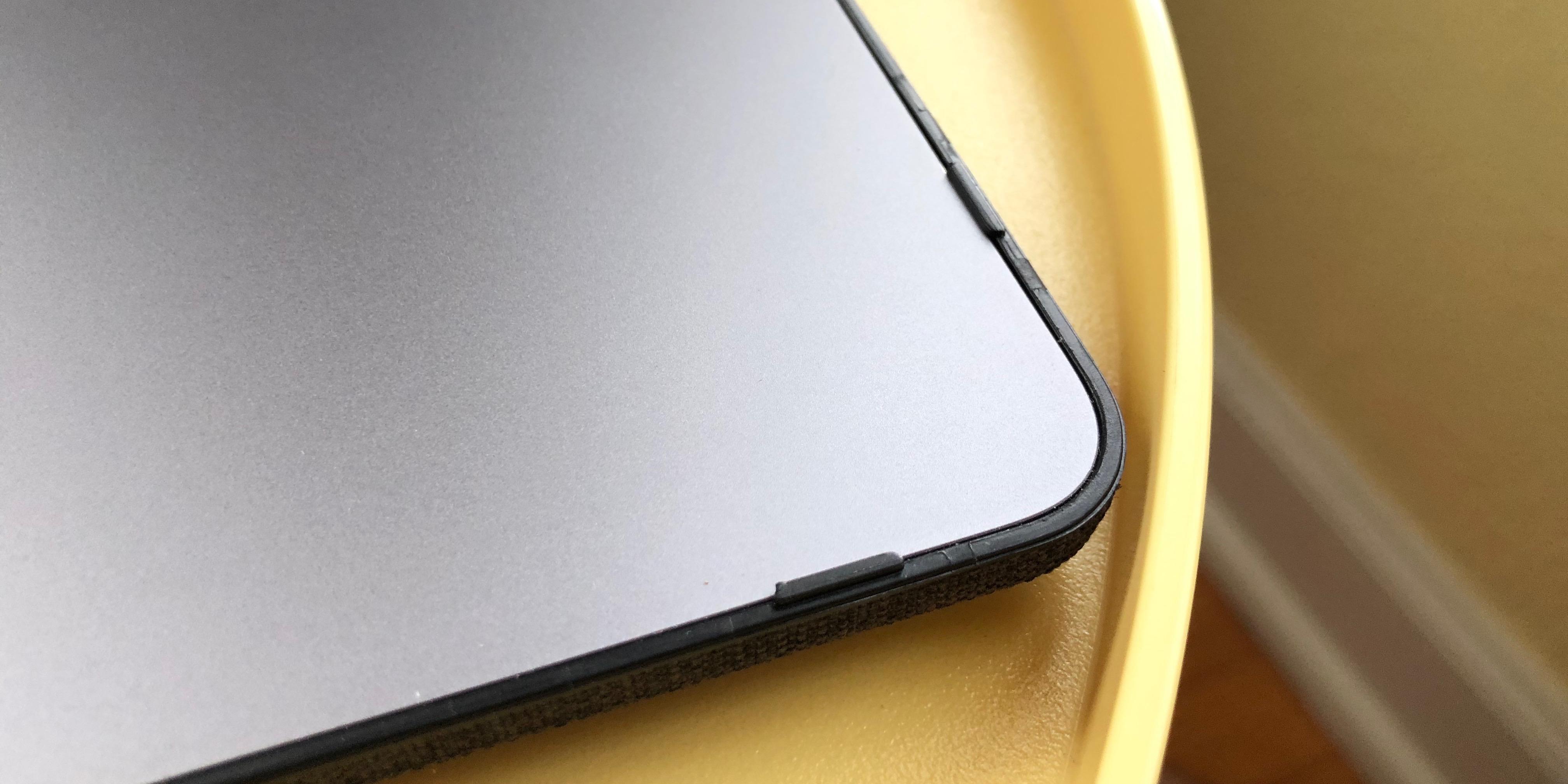Incase Textured Hardshell MacBook Pro clips