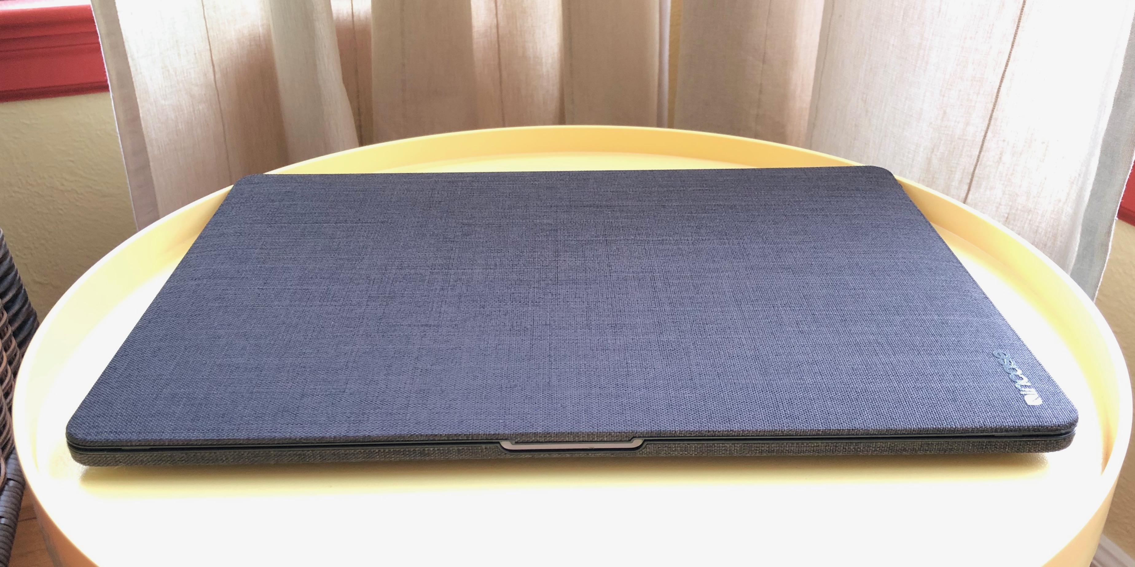 Incase Textured Hardshell MacBook Pro Graphite