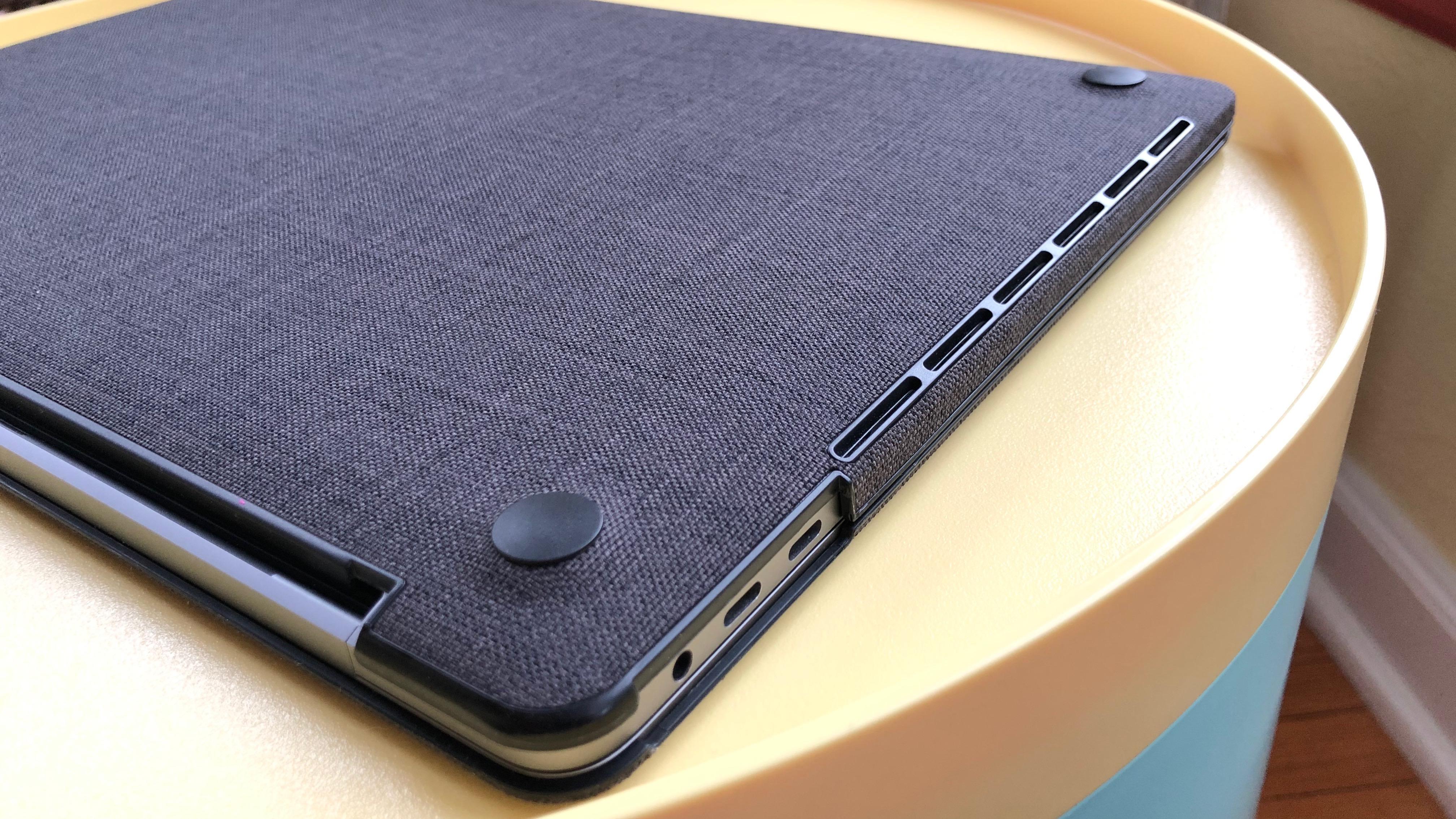 Incase Textured Hardshell MacBook Pro bottom
