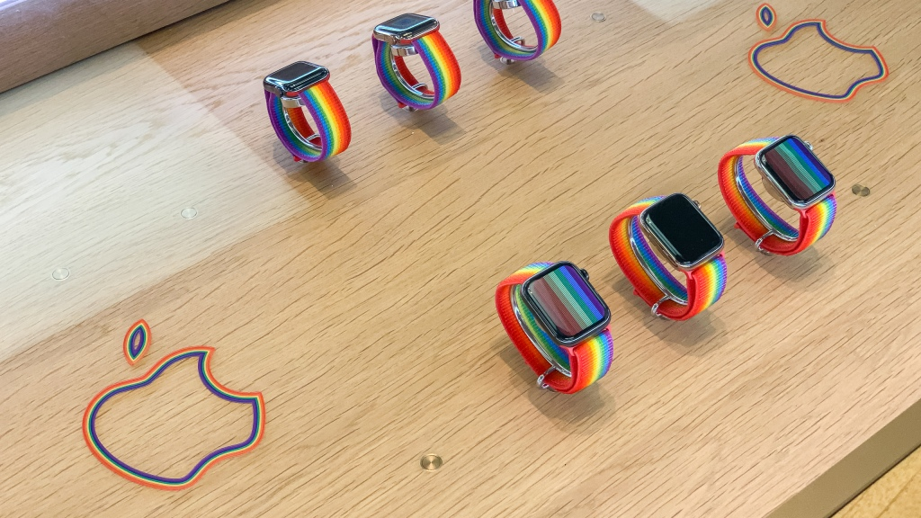 photo of Pride Edition Apple Watch tables return to stores featuring 2019 Sport Loop image
