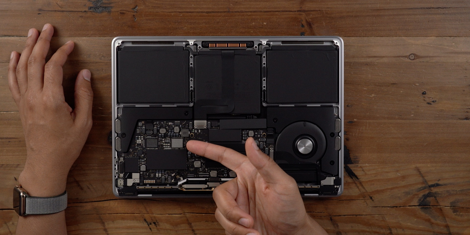 inside 2019 MacBook Pro