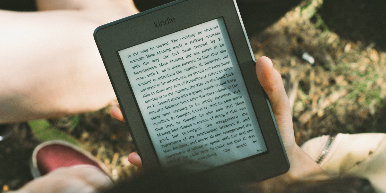 Should Apple Make a Books E-ink Reader to Take on Amazon's Kindle?
