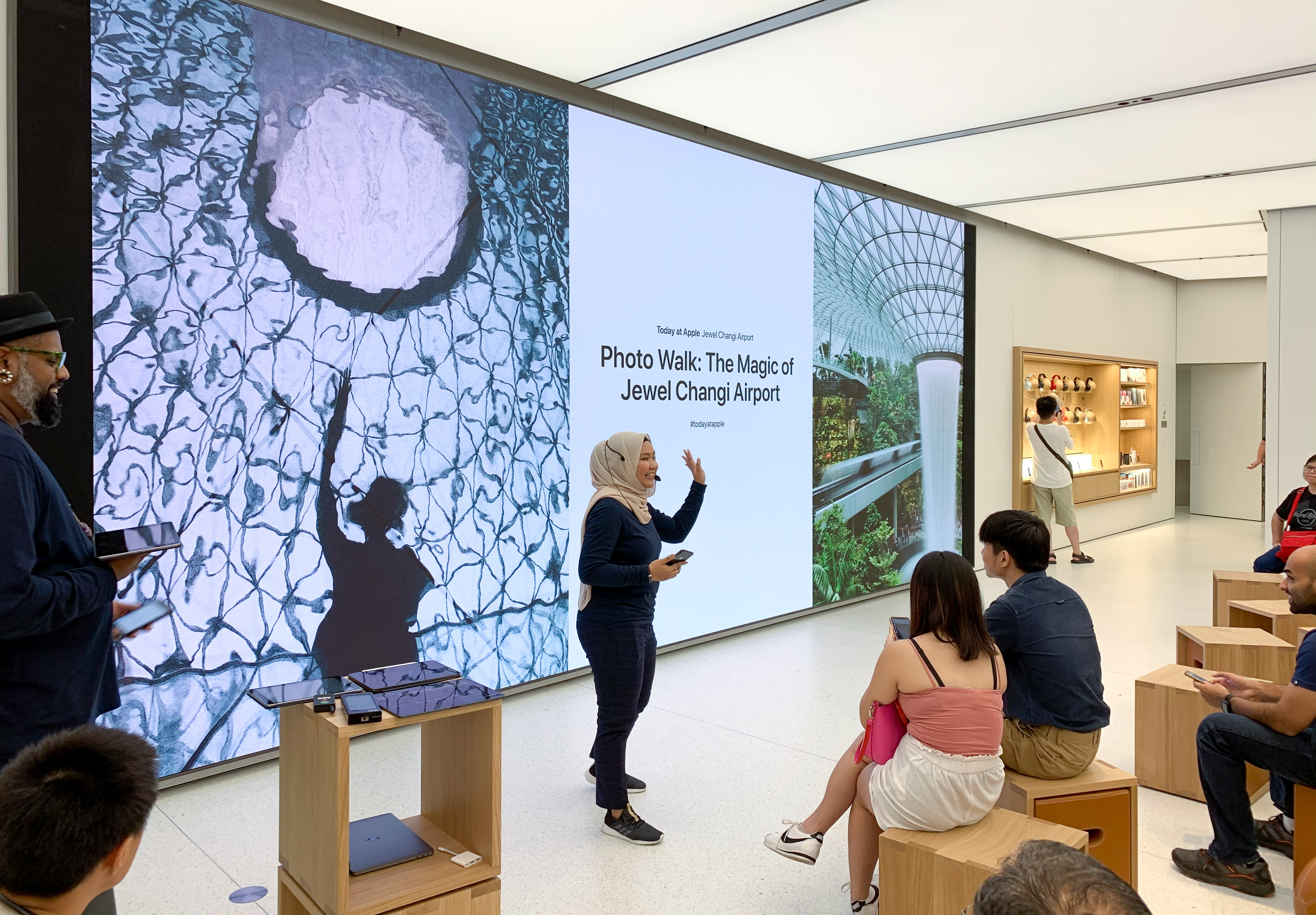 photo of Jewel Changi Airport Photo Walk launches second Apple Store in Singapore image