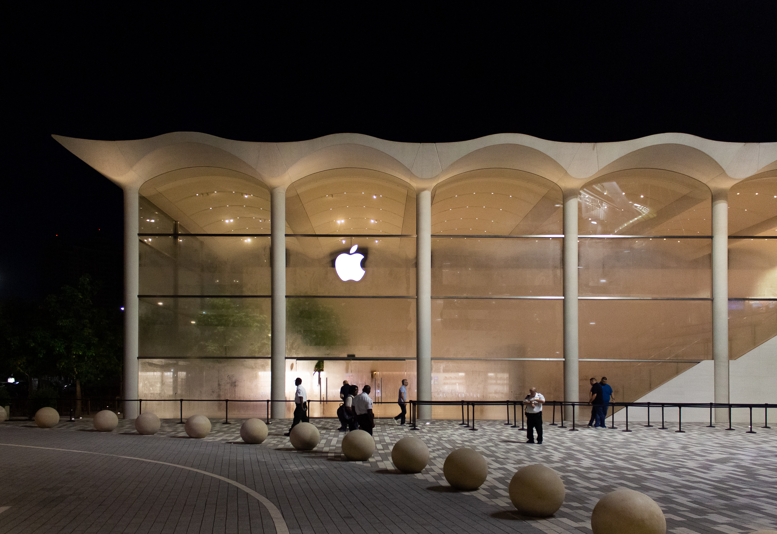 Exterior: Aventura's New Apple Store: Grand Opening Photos And