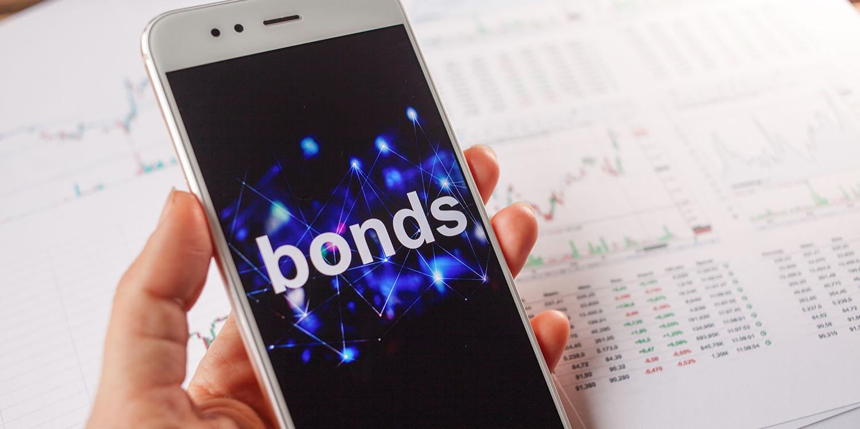 Apple is borrowing $7B on bond market despite its huge cash reserves