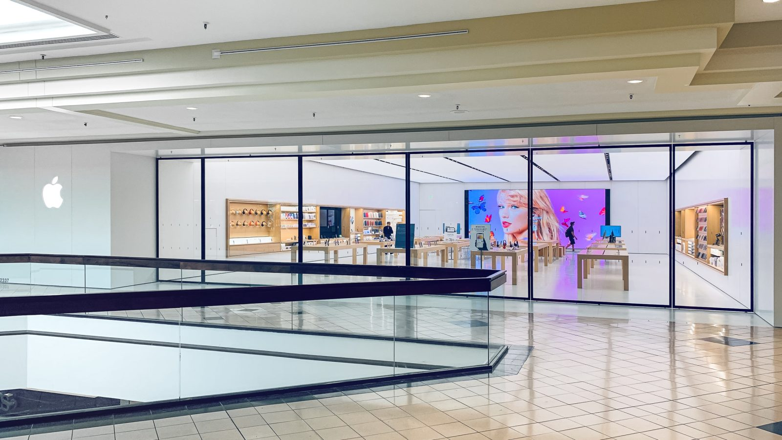 Expanded Altamonte Springs Apple Store now open