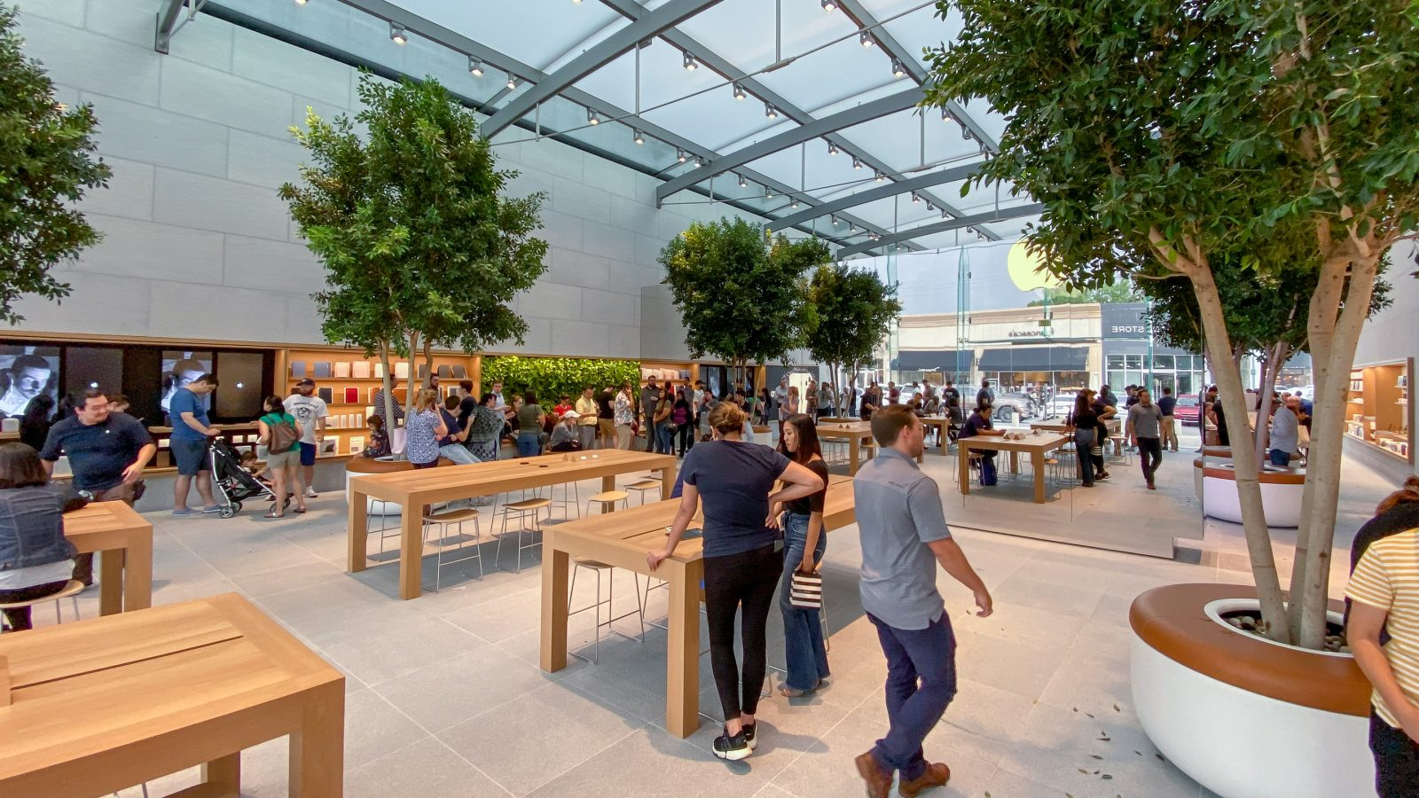 Apple Store reopening roundup: Highland Village, Bridgewater, Mall of America, more