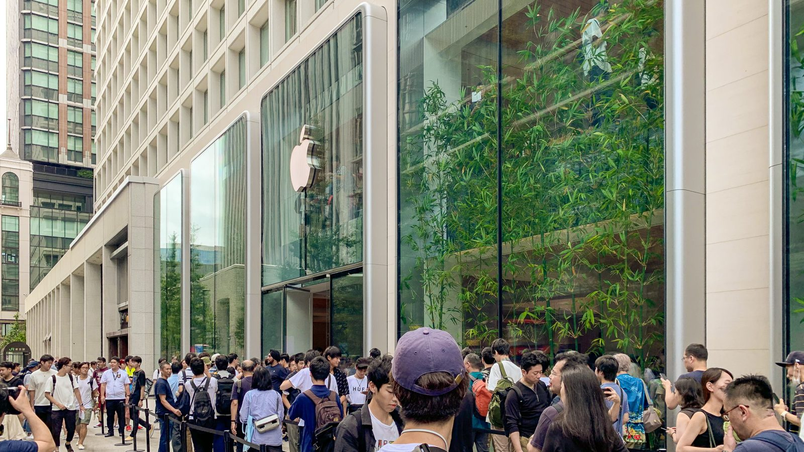 Grand opening: Apple Marunouchi arrives at Tokyo Station