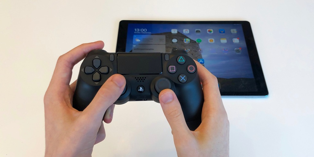 How to play Apple Arcade with a game console controller