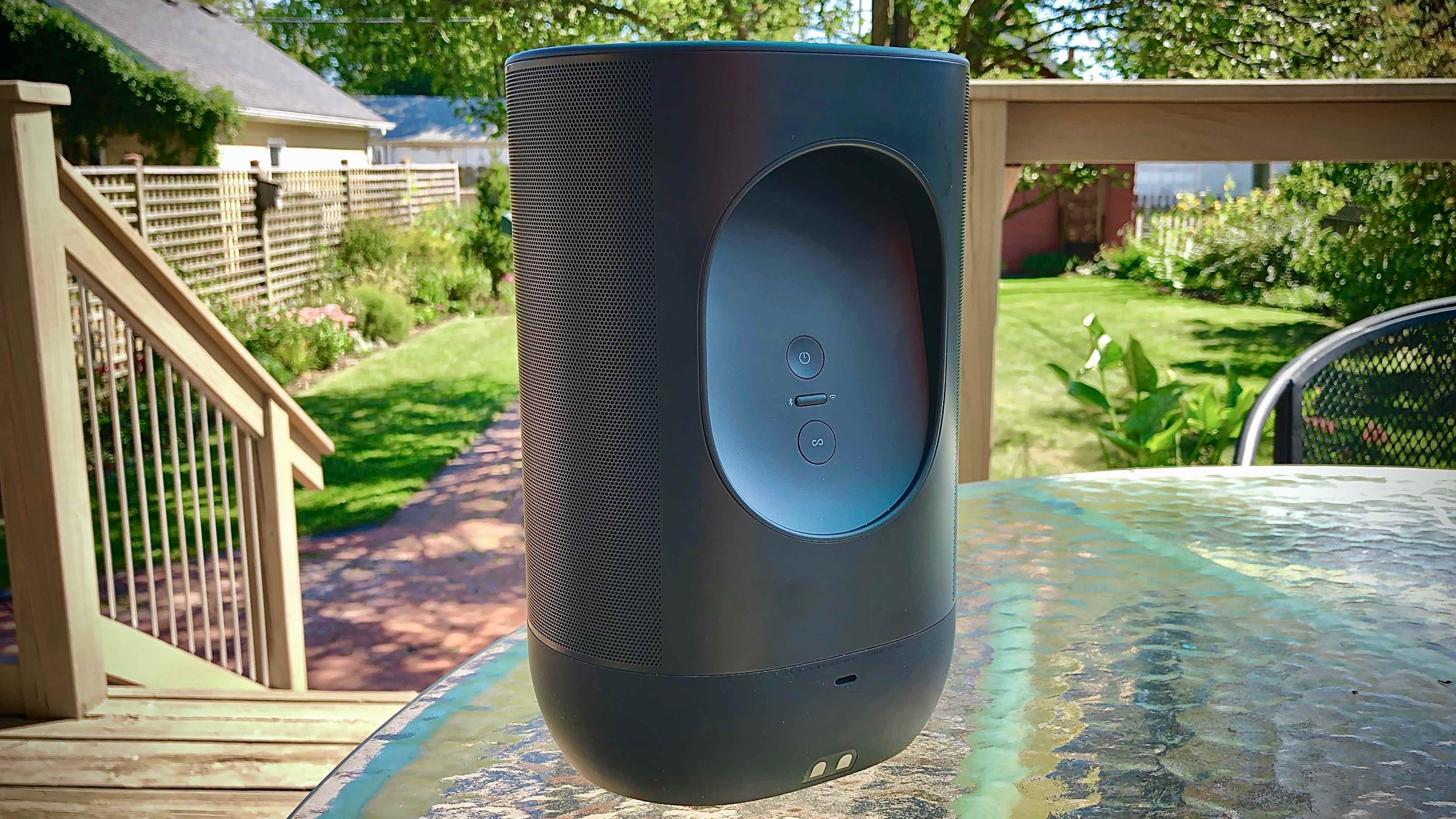 Review Sonos Move Bluetooth portable speaker rear handle and buttons