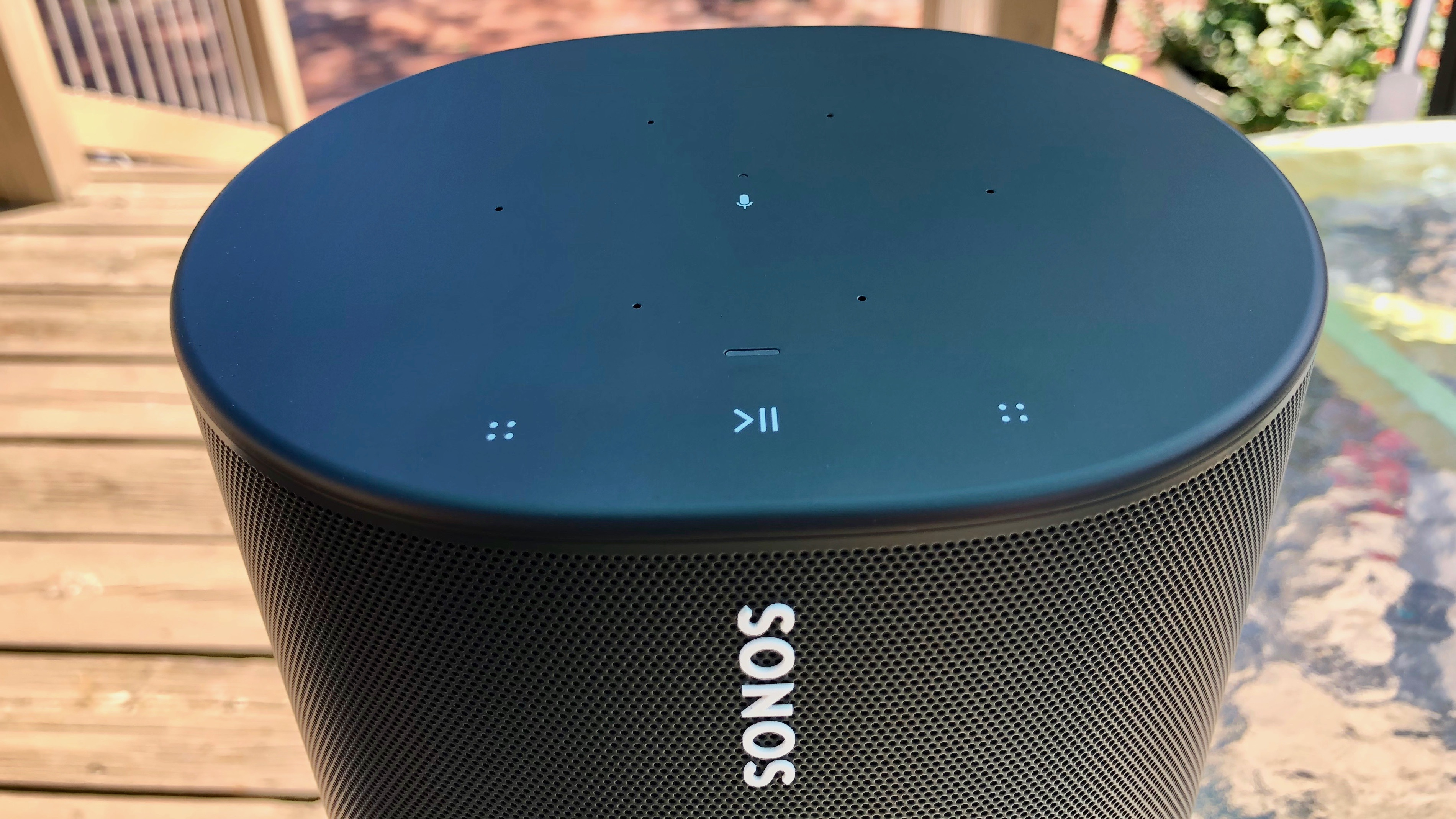 Review Sonos Move Bluetooth portable speaker top