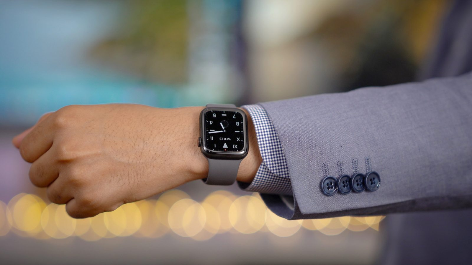 Bipartisanship in Washington: Senators from both parties break impeachment trial rules with Apple Watch