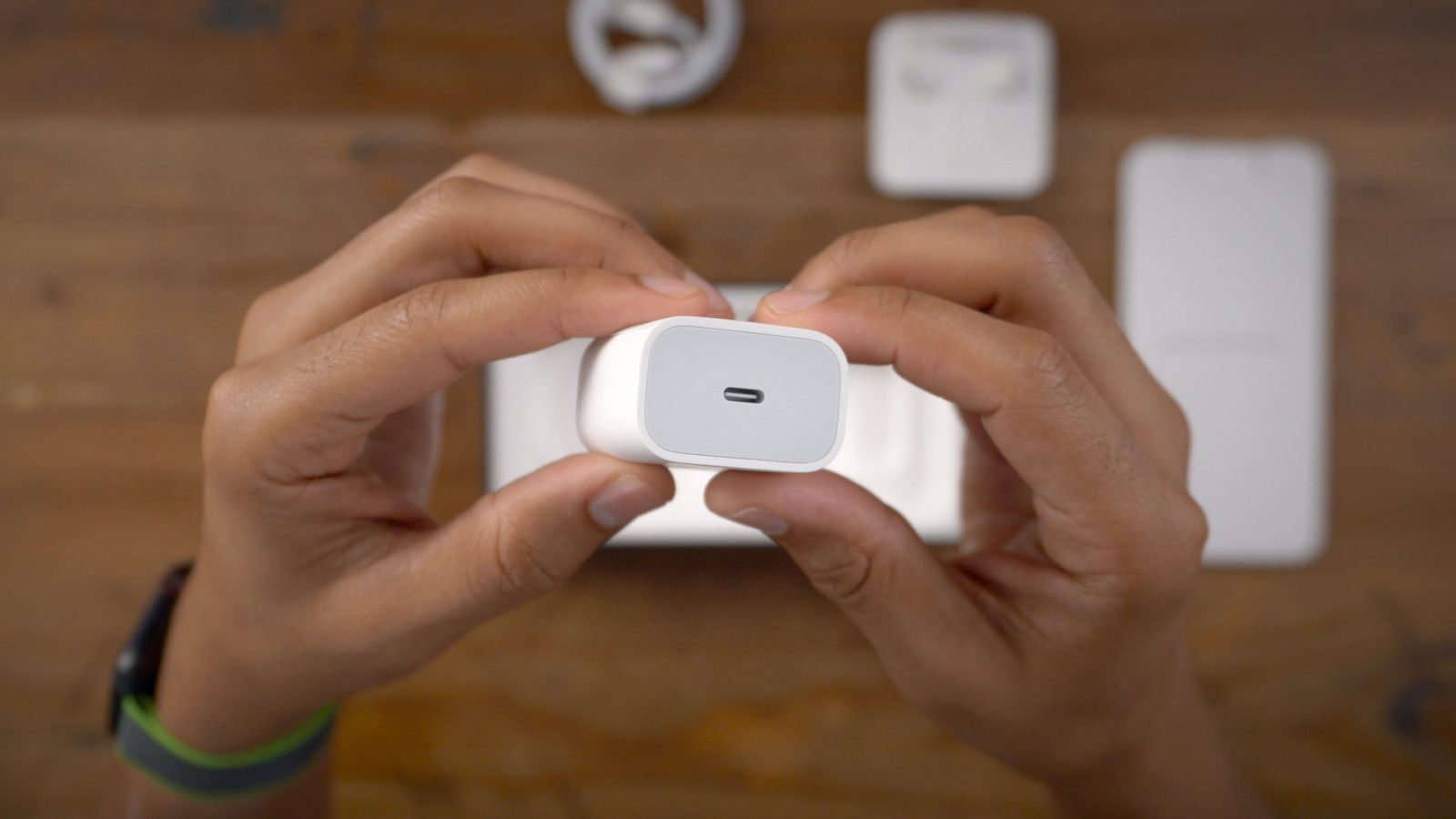 Kuo Apple Will Not Include Earbuds Or Charger In Iphone 12 Box 9to5mac
