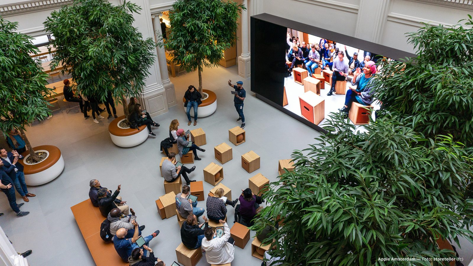 Renovated Apple Amsterdam premieres with latest design