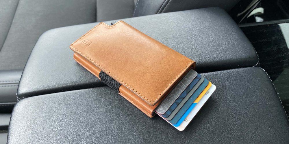 iPhone wallets gift guide smart wallets Ekster
