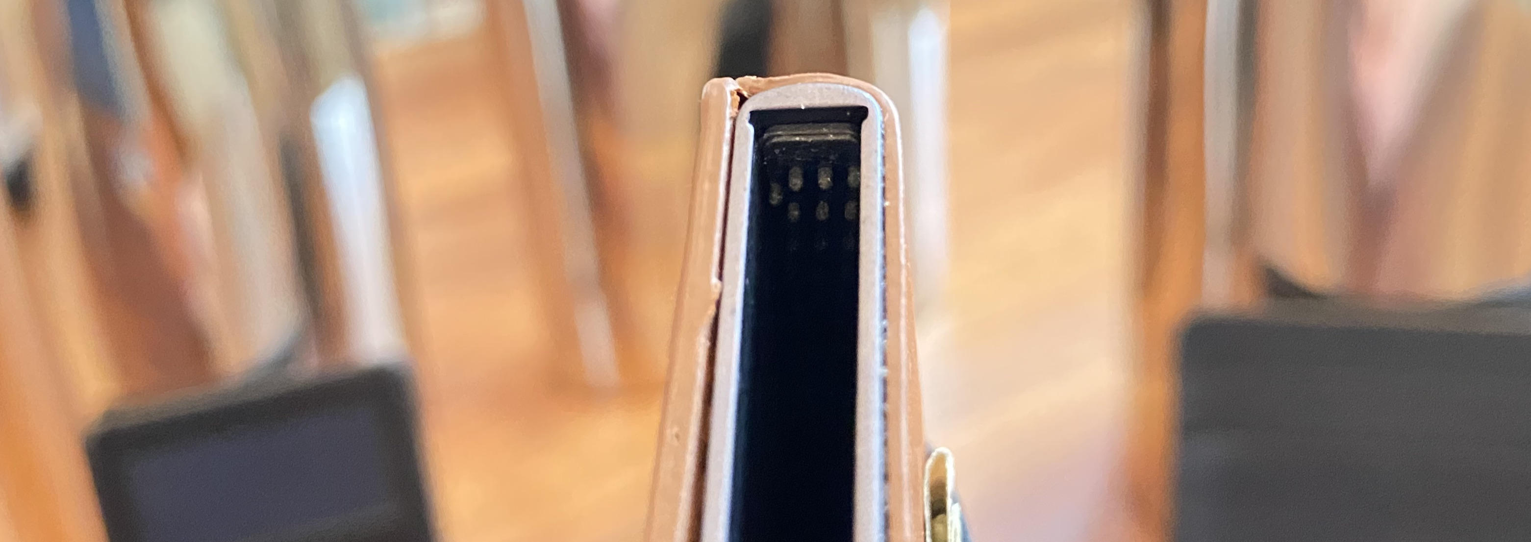 Ekster smart Siri wallet review quick access mechanism rubber nubs spine