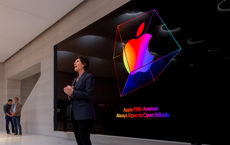 Deirdre O'Brien discusses Apple Fifth Avenue