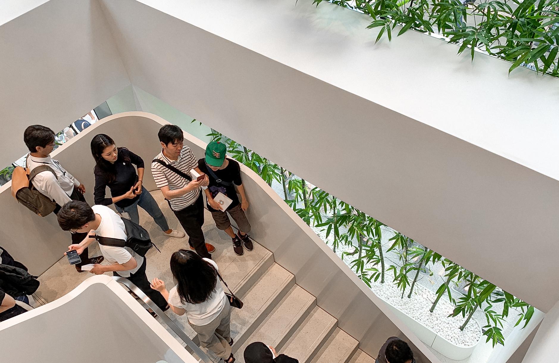 Apple Marunouchi Staircase
