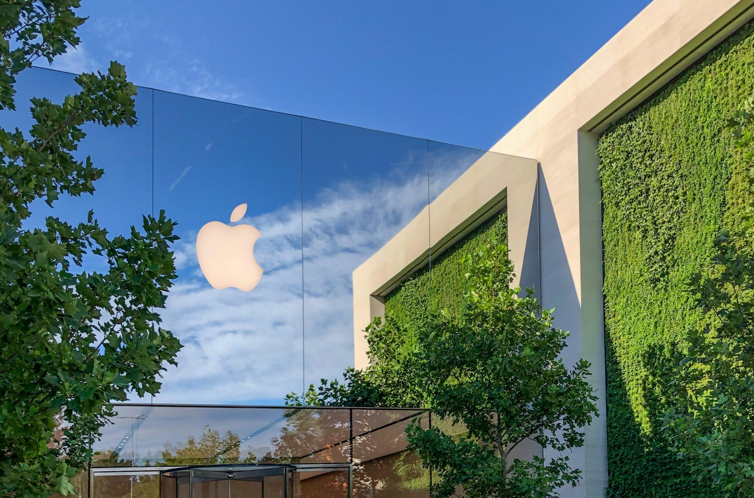Report: Side effect of Apple's increasing garden walls is better hiding places for elite hackers