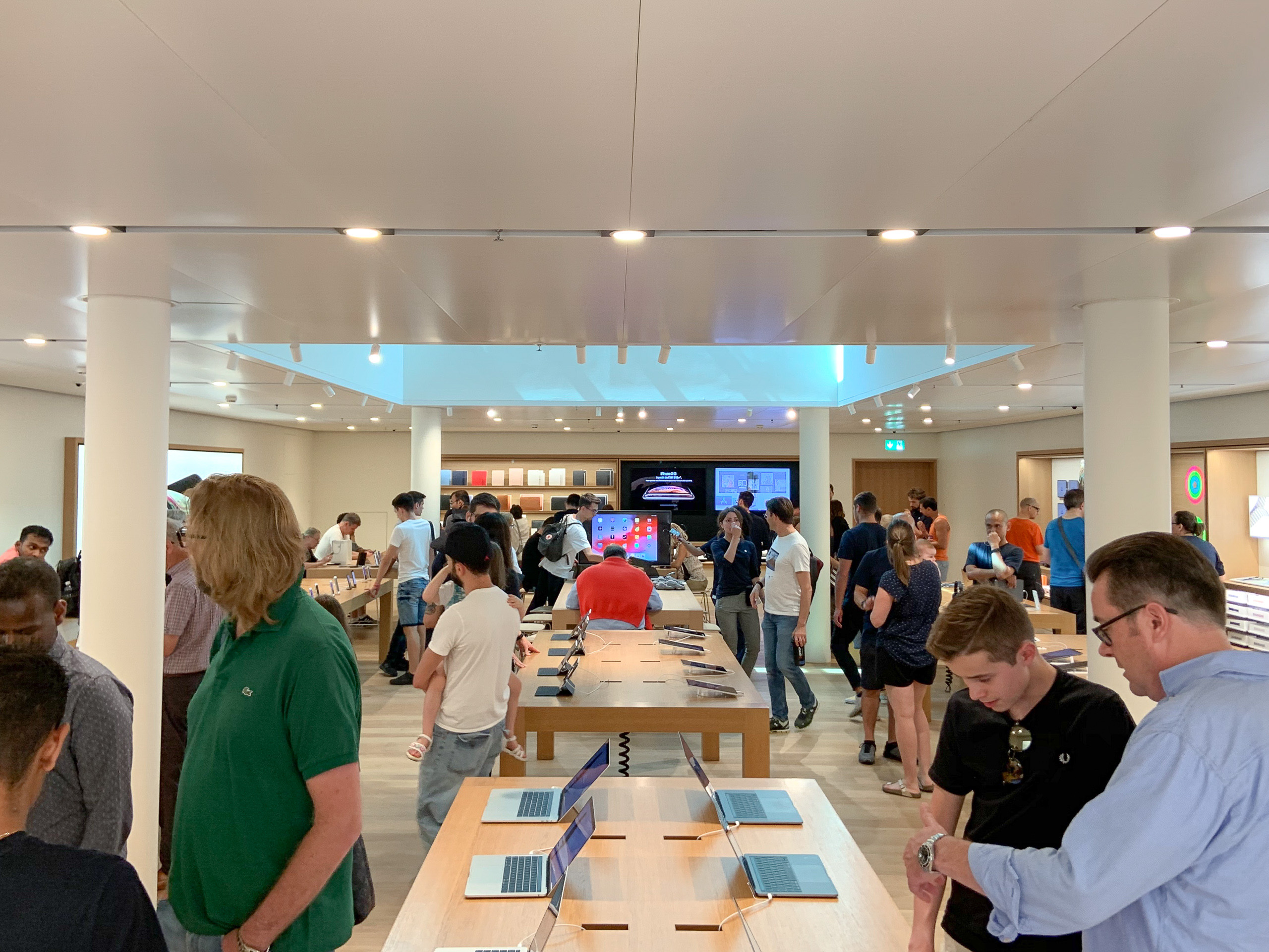 Apple Rennweg Upper Floor