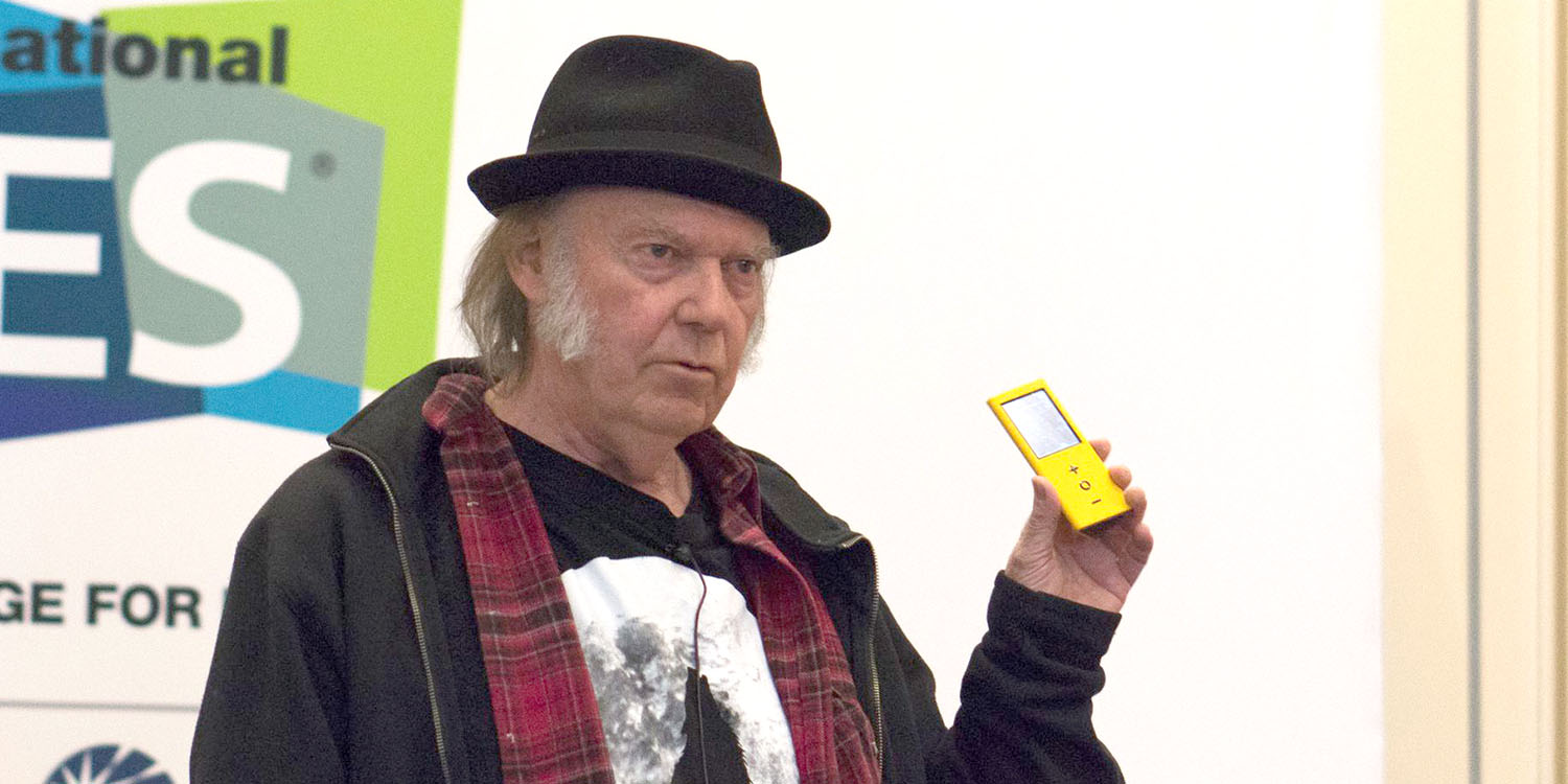 Musician Neil Young claims Steve Jobs would support his dissing of MacBook Pro