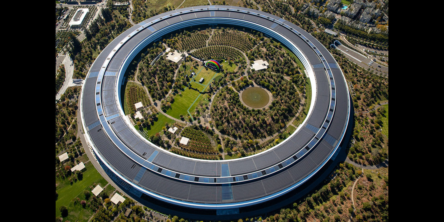 Apple losing two key operations and supply-chain execs at an unfortunate time