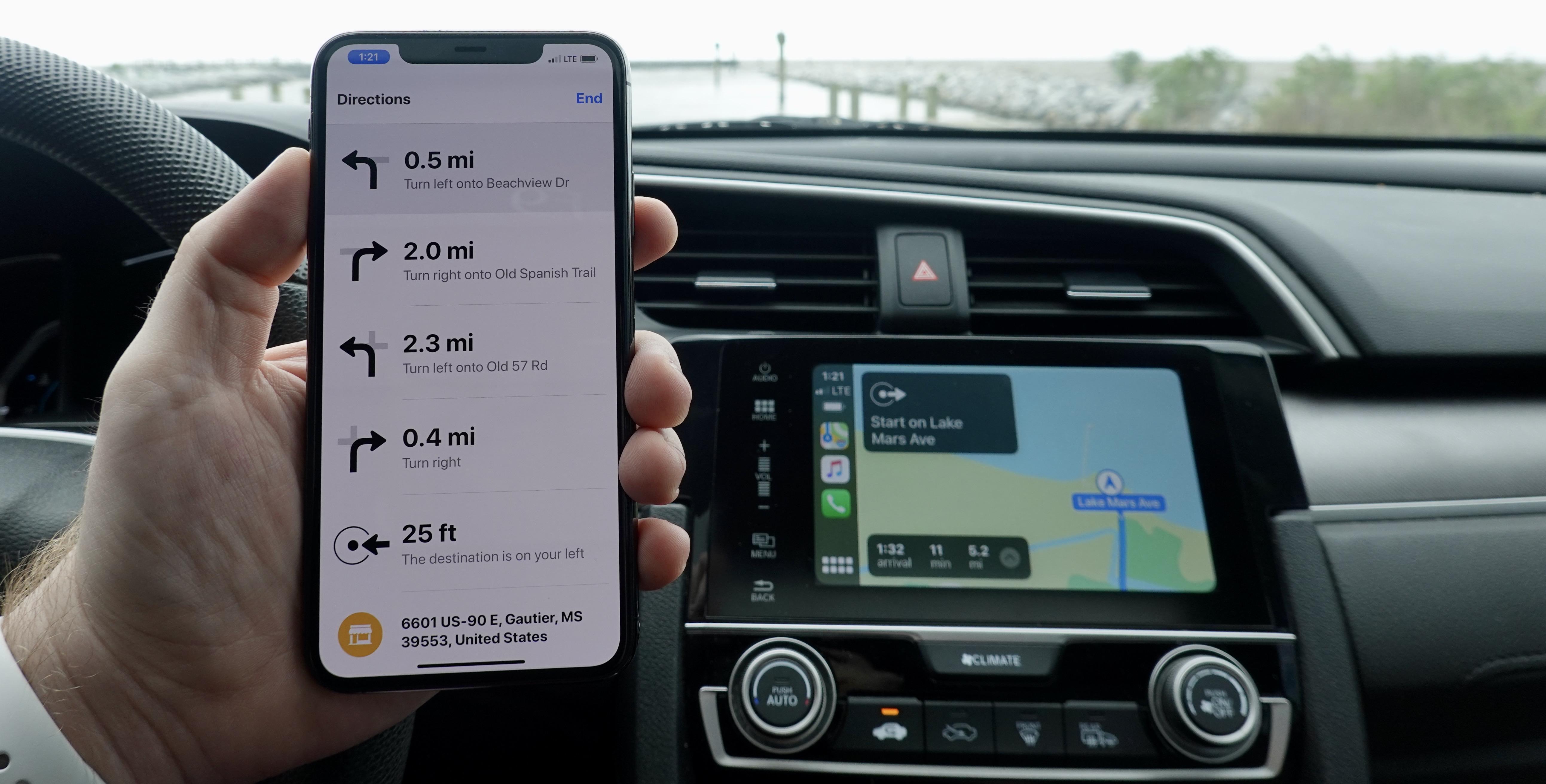 [Update: 1 year later] İnceleme: Bu adaptör standart CarPlay'i Wireless CarPlay'e dönüştürür ve bir şekilde çalışır