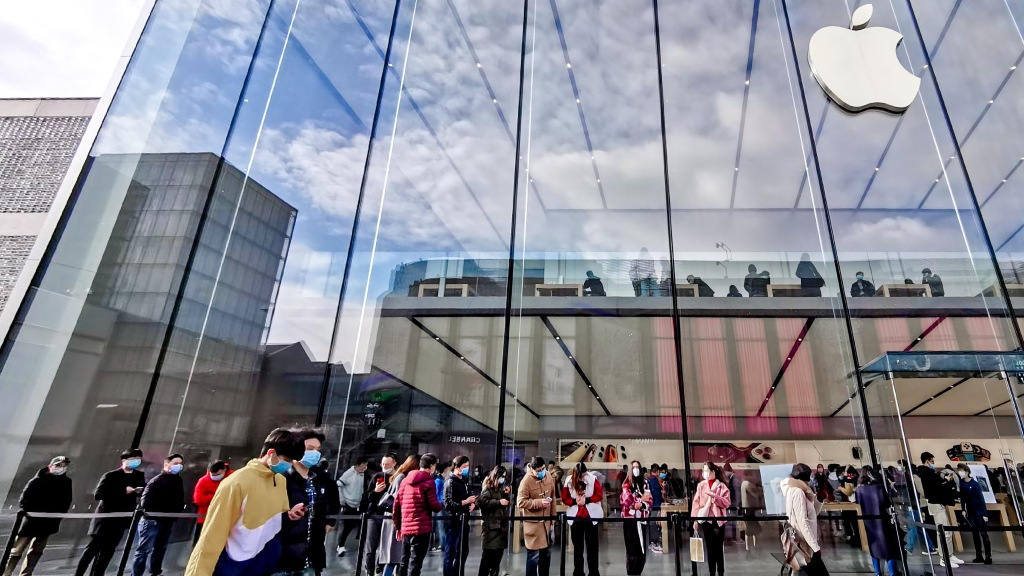 photo of Apple Stores in China offer a glimpse into an alternate timeline with new artwork and iPad Pro displays image