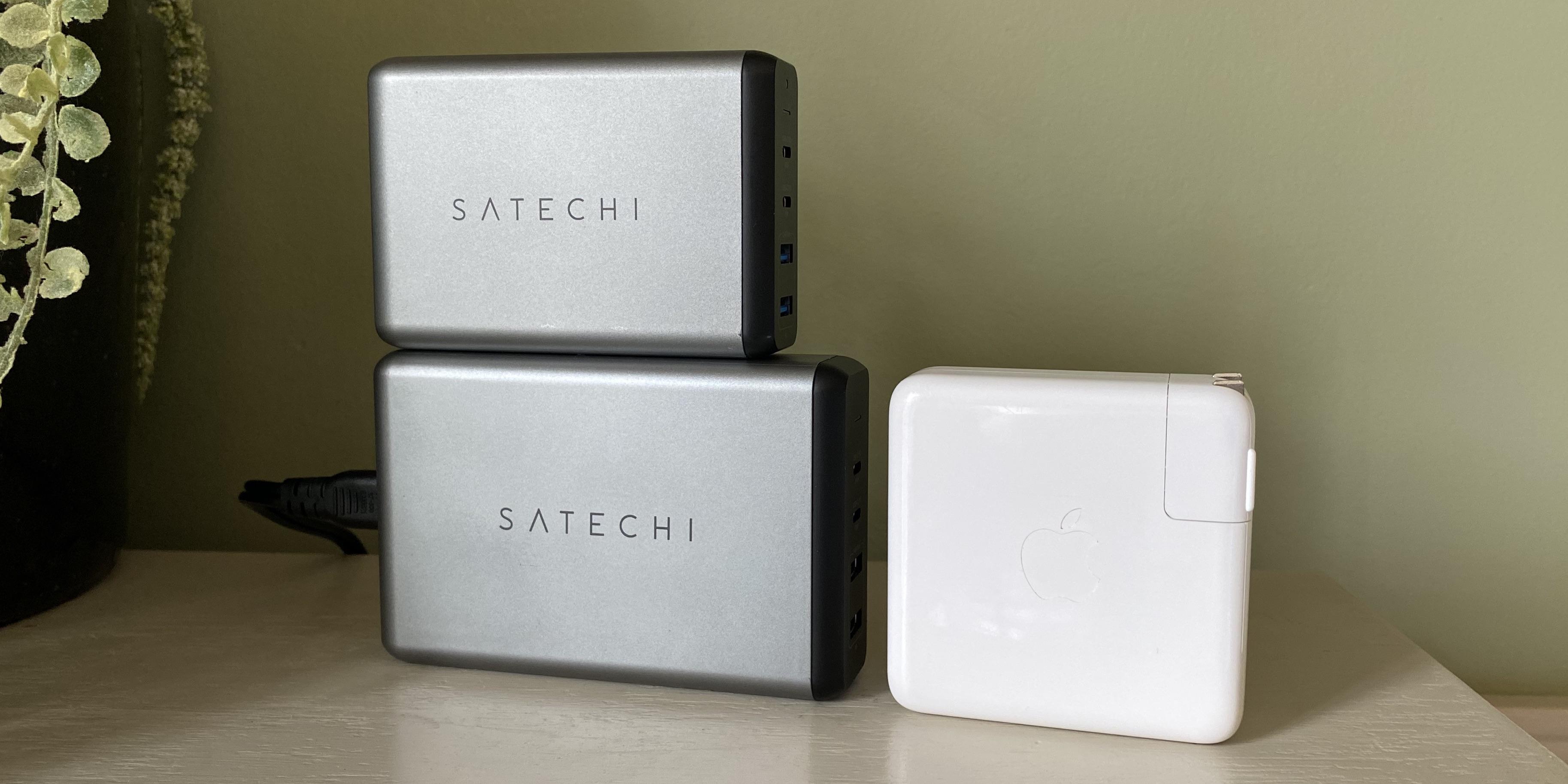 Review Satechi 108W USB-C Desktop Charger size comparison