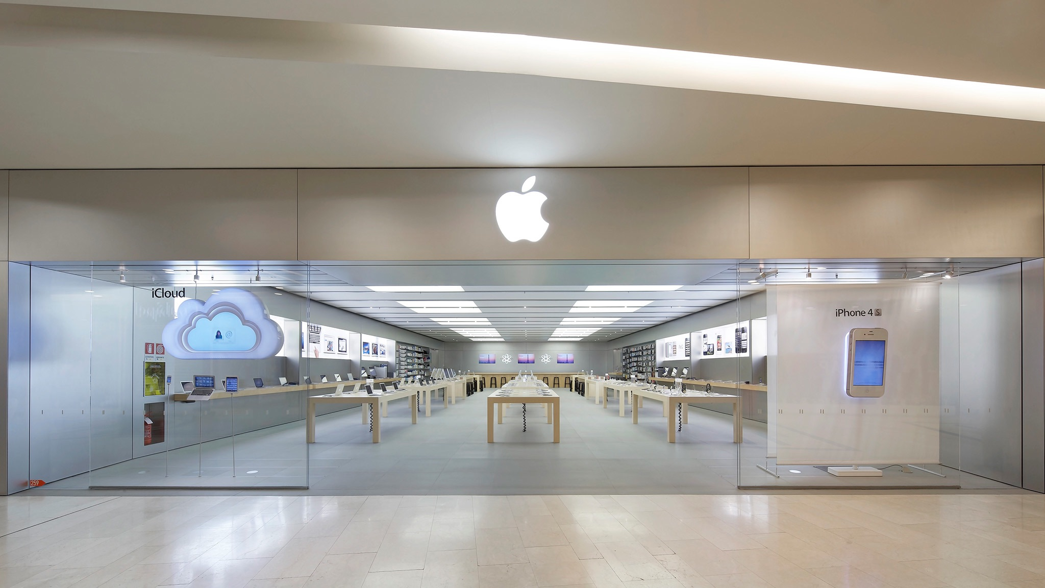 photo of Apple RomaEst closing permanently on October 17, making way for Via del Corso flagship image