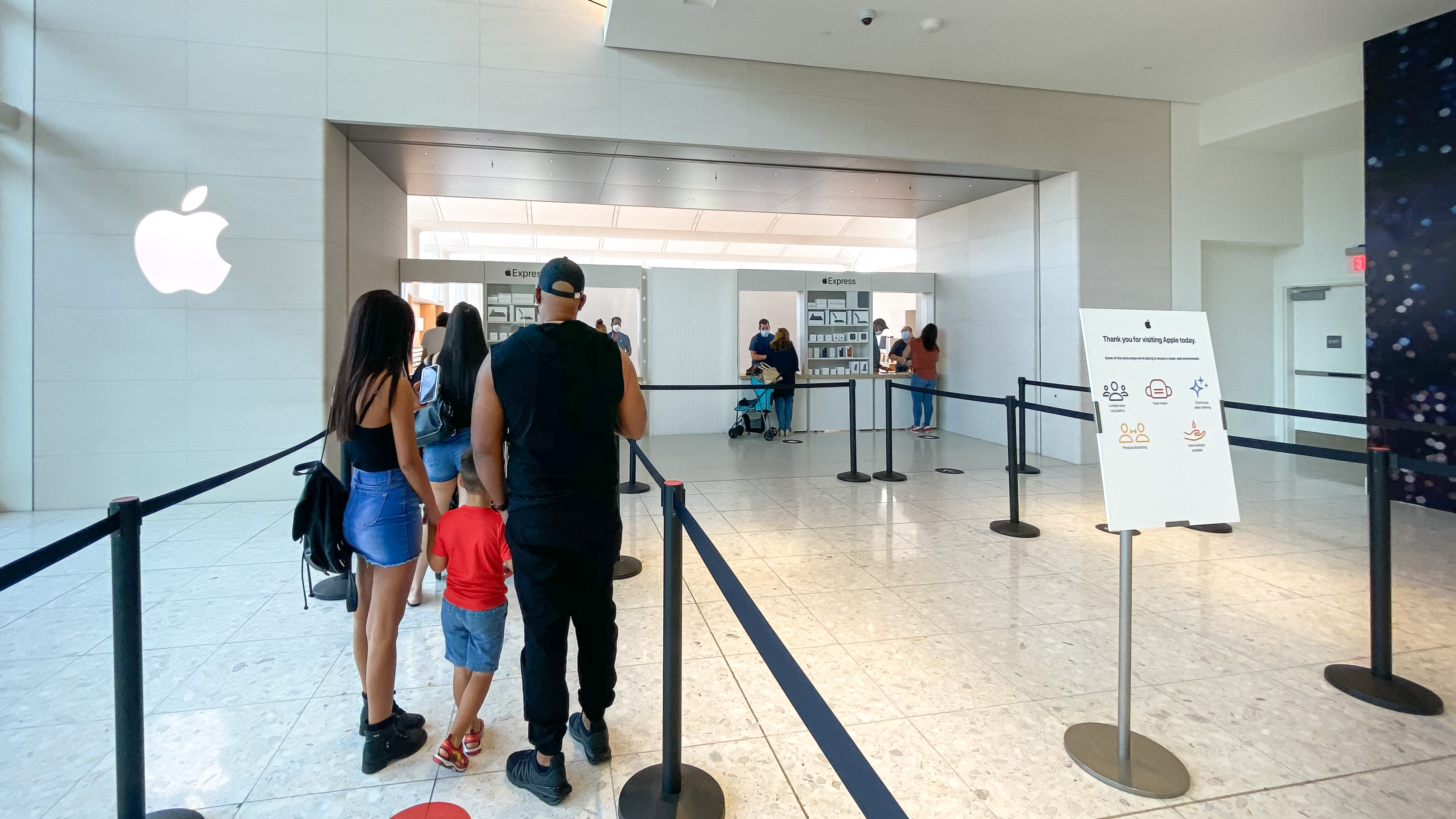 photo of Apple prepares safe iPhone launch season with Express Pickup locations and store reopenings image