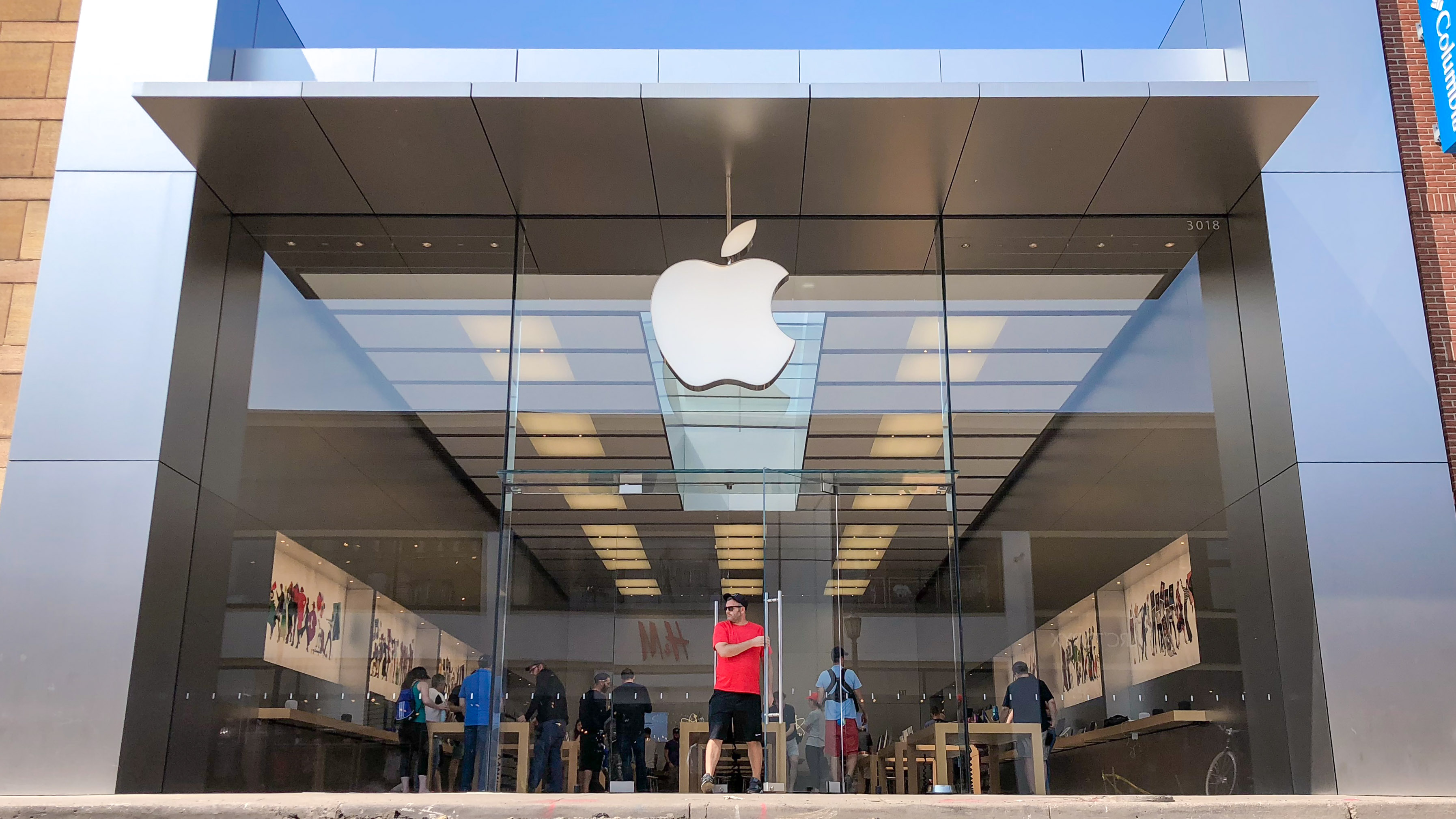 photo of Apple Uptown in Minneapolis has permanently closed image