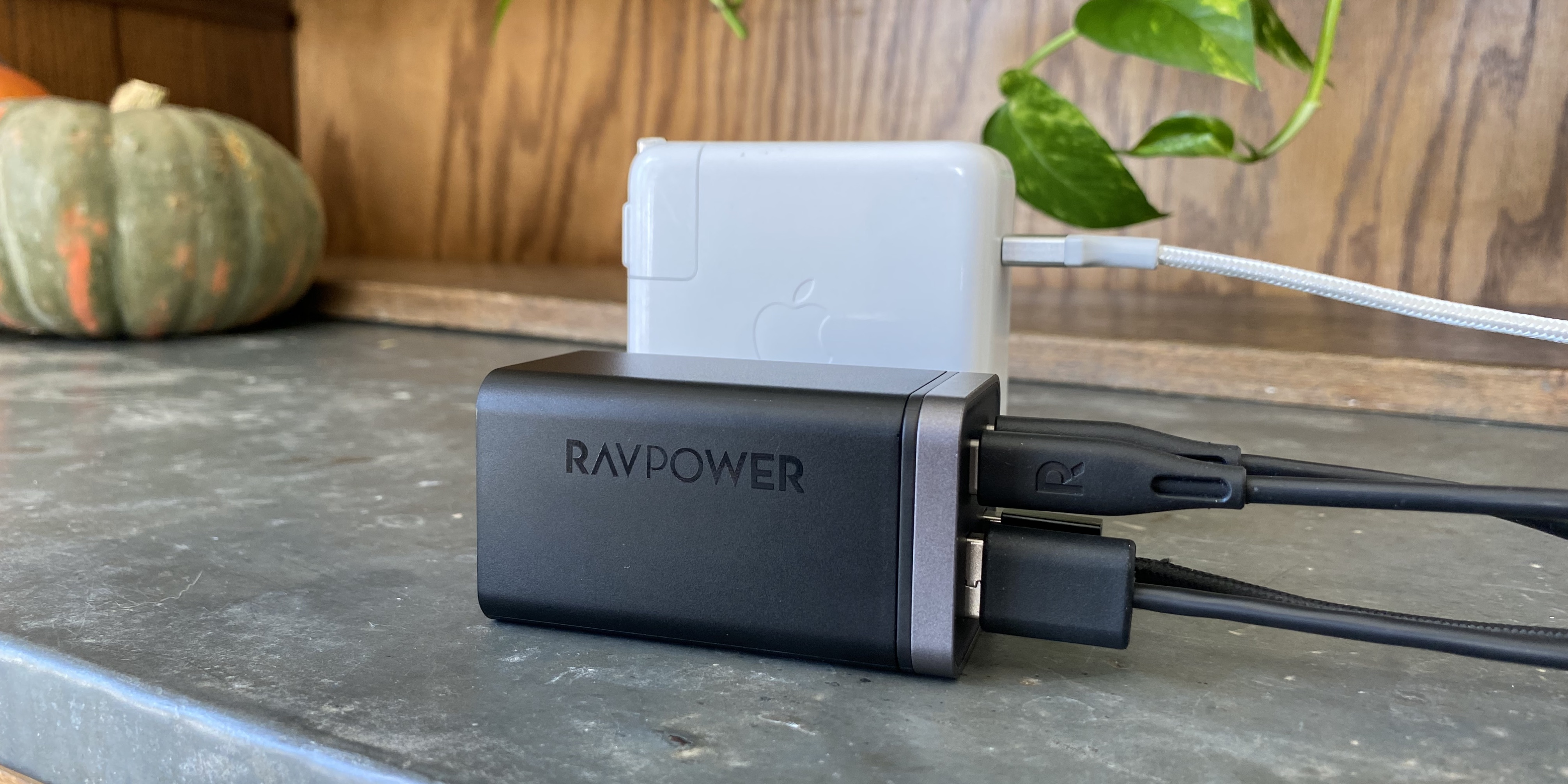 Best multi-device chargers for families with iPhone, iPad –RavPower 65W USB-C Charging Station