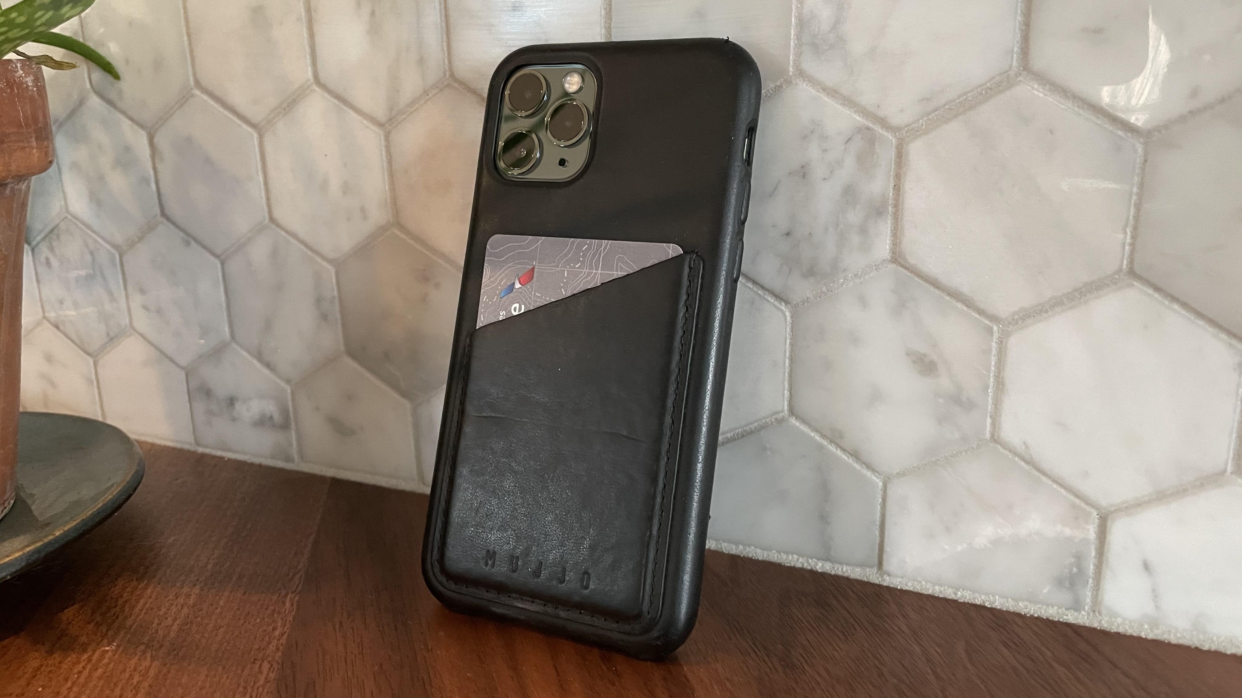 iPhone wallets gift guide smart wallets Mujjo