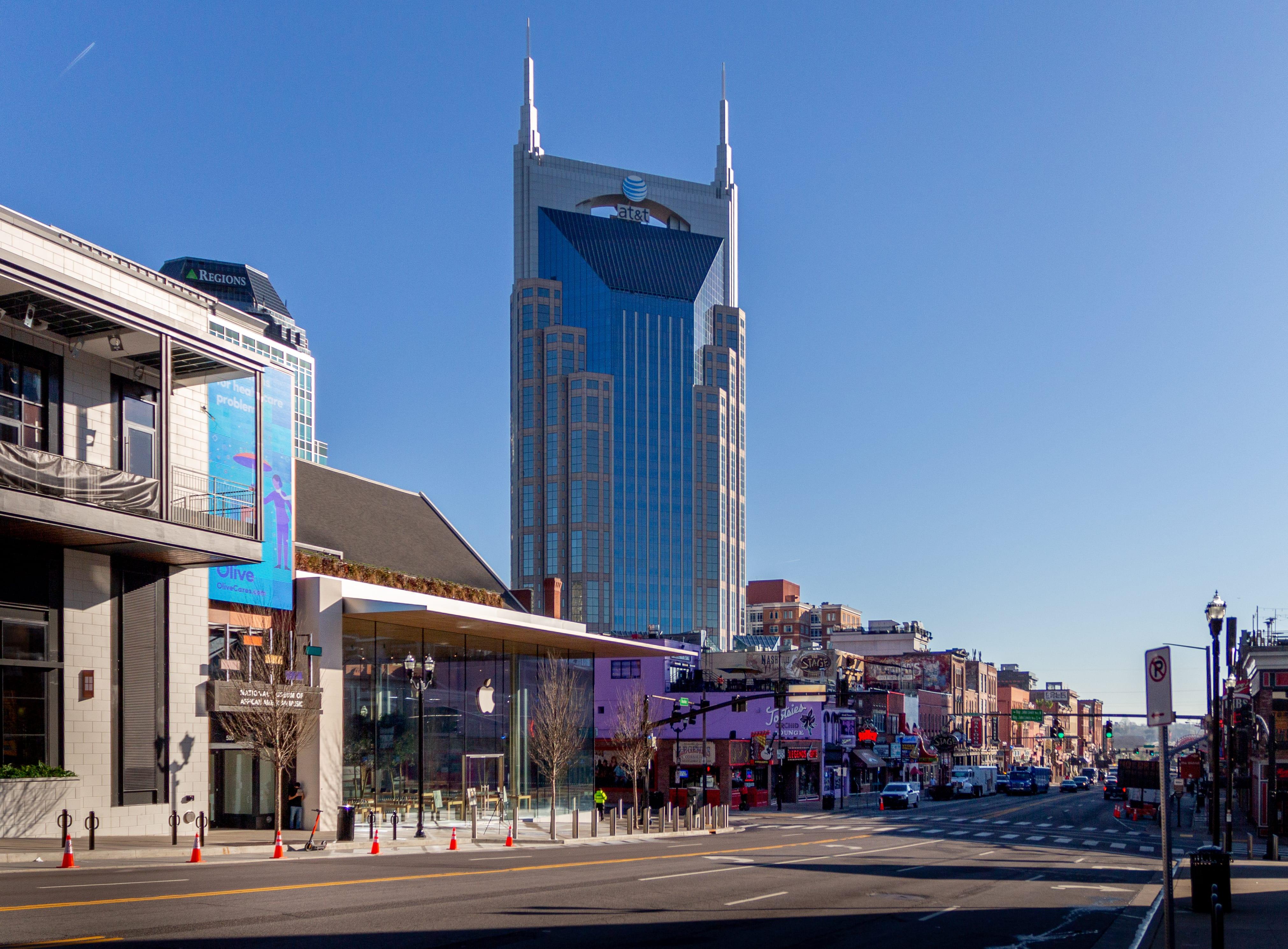Apple Downtown Nashville on opening morning