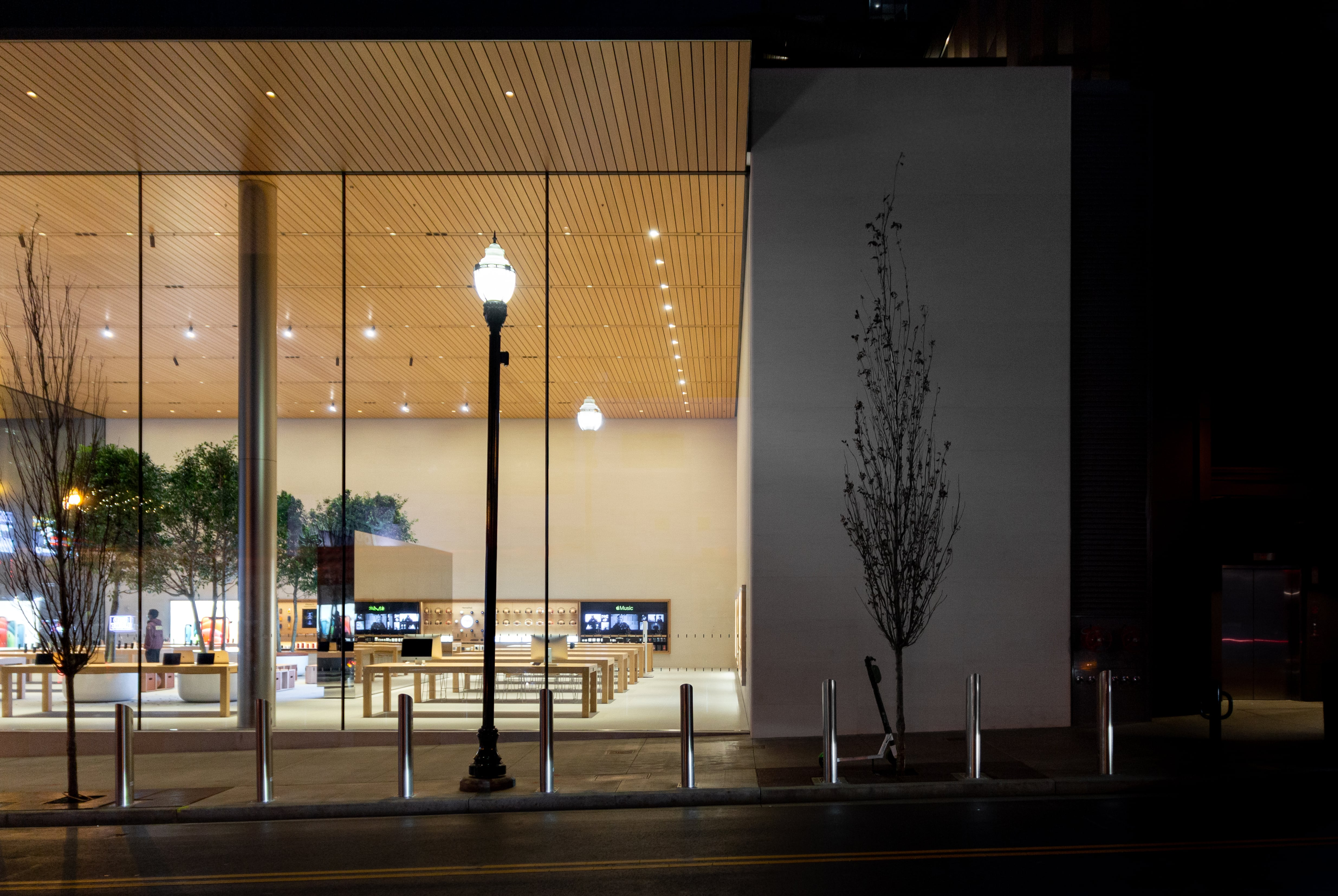 The side wall of Apple Downtown Nashville