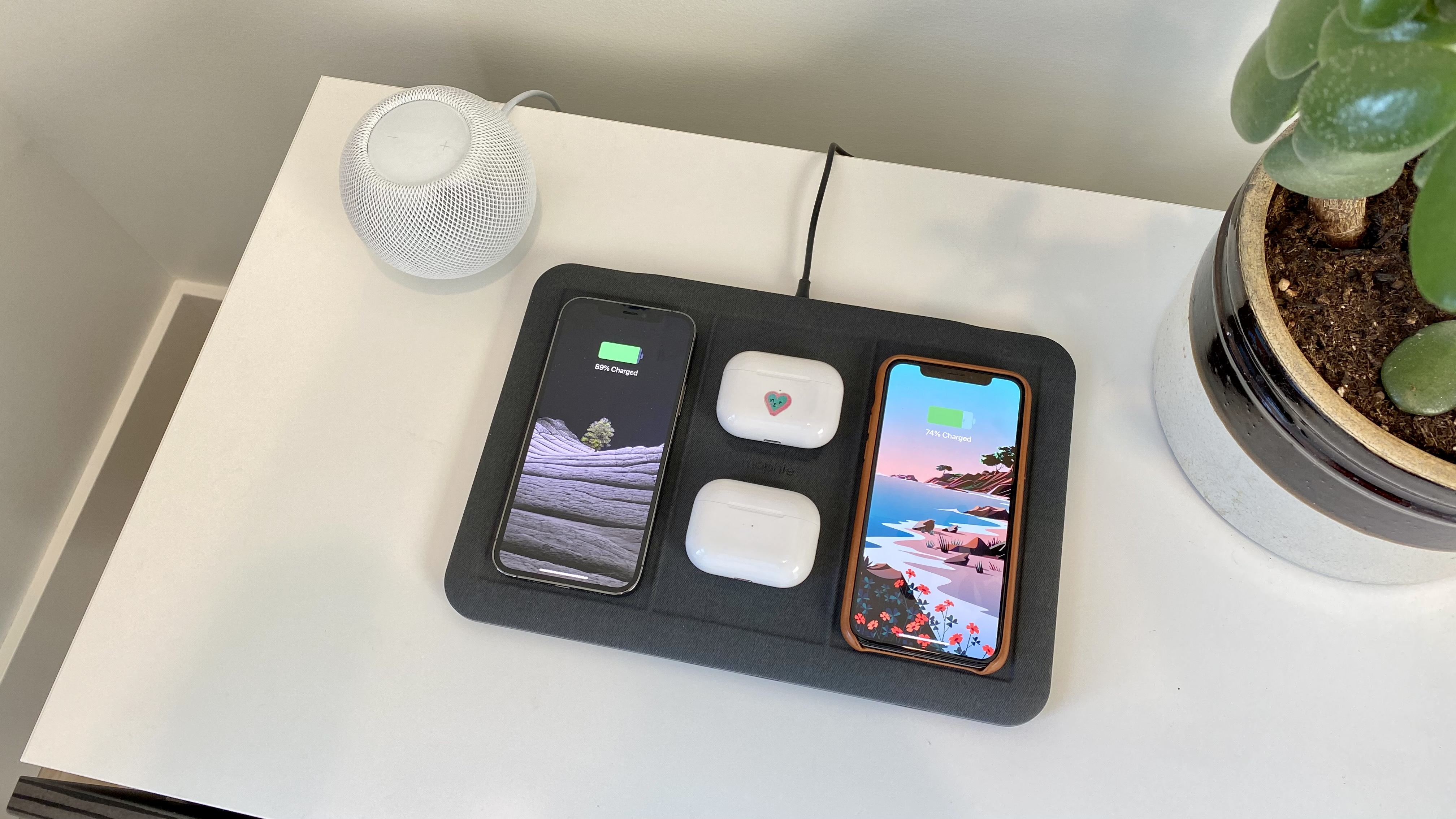 Mophie 4-in-1- wireless iPhone, AirPods charging mat