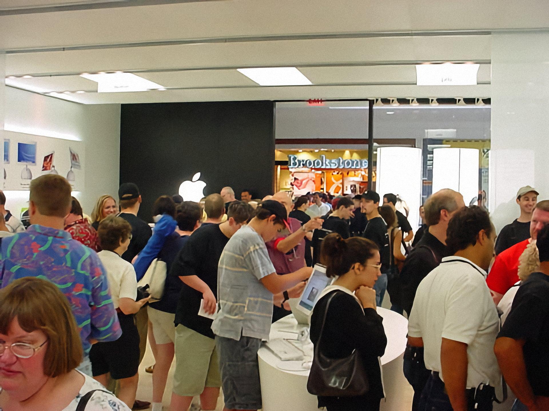 Inside Apple Twelve Oaks on grand opening day.