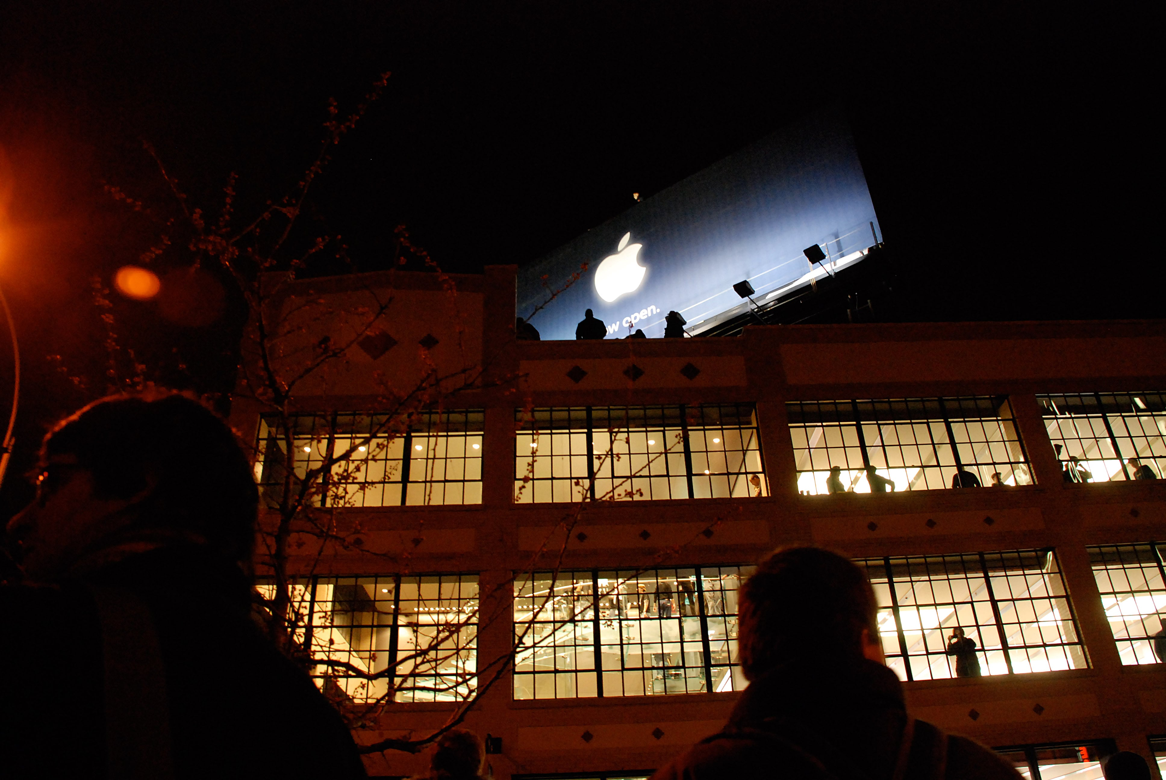 Customers wait to enter Apple West 14th Street on opening day.