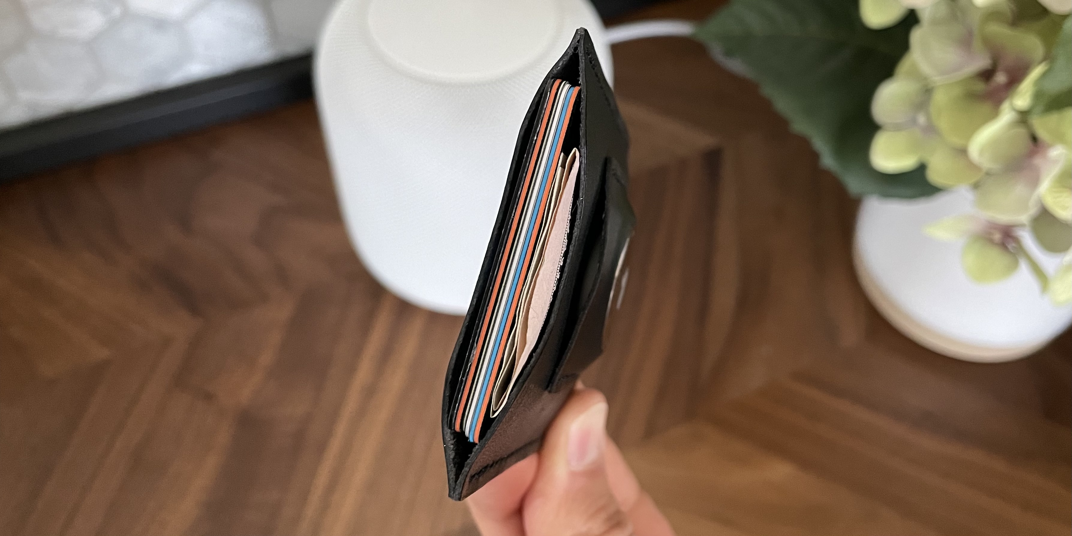 Snapback Slim Air wallet for AirTags - loaded with cards and cash