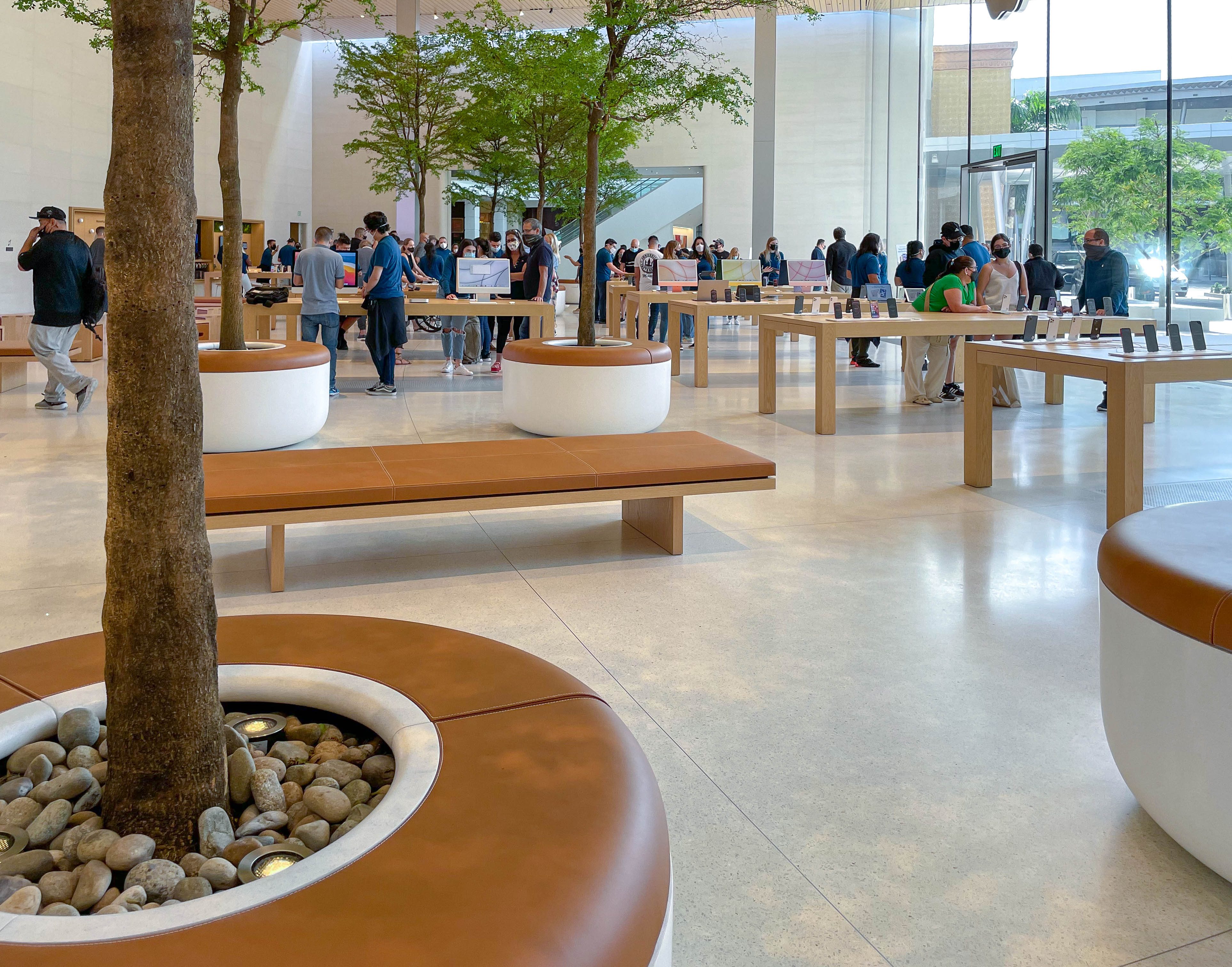The grove at Apple Dadeland.