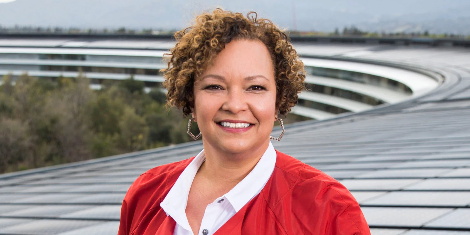 photo of Lisa Jackson says Apple buys carbon offsets, but 80% is real clean energy image